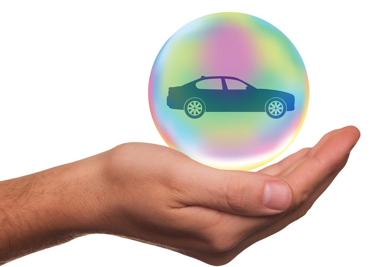 Autohaus Renck-Weindel - Hand mit Kugel, in der Kugel Silhouette von einem Auto